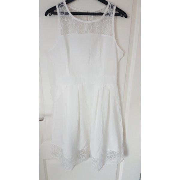 leichtes weißes Kleid