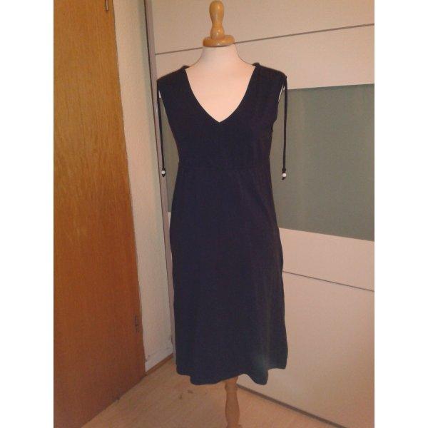 Locker-leichtes Sommerkleid in dunkelblau mit geraffter Schulterpartie