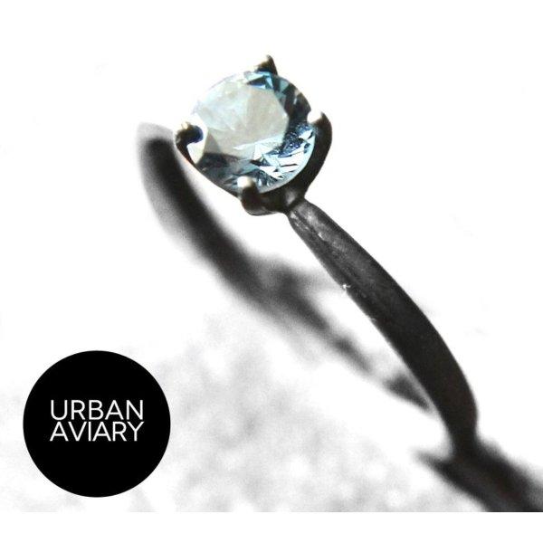 London Blue Topaz Ring, geschwärztes Silber
