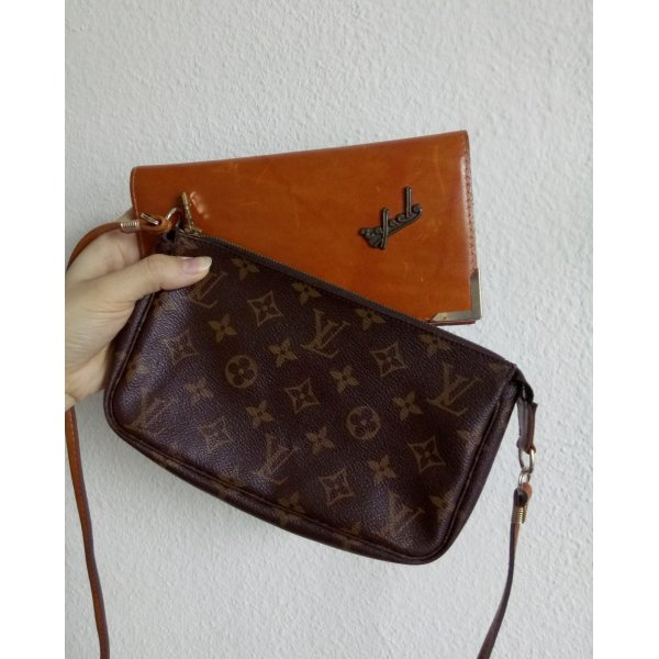 Louis Vuitton Pochette Accessoires Monogram Canvas + Vintage Ledertasche