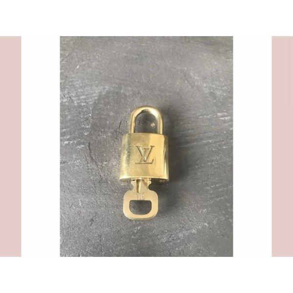 Louis Vuitton Schloss NO. 314
