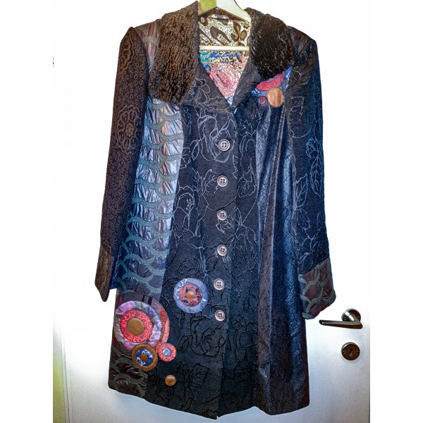 Mantel aus Mustermix mit sehr schönen Details - ähnlich Desigual