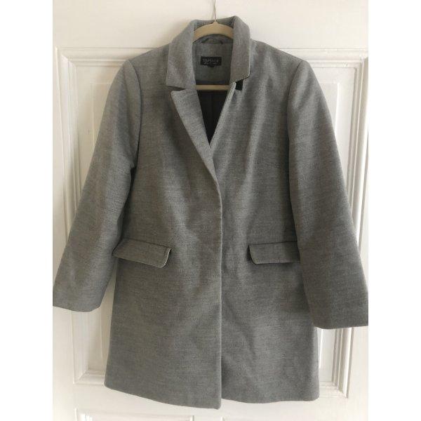 Minimalistischer Mantel
