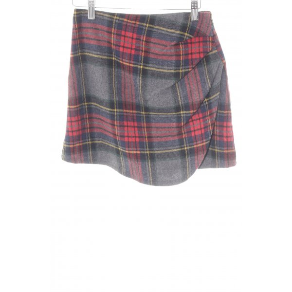 Miniskirt check pattern casual look