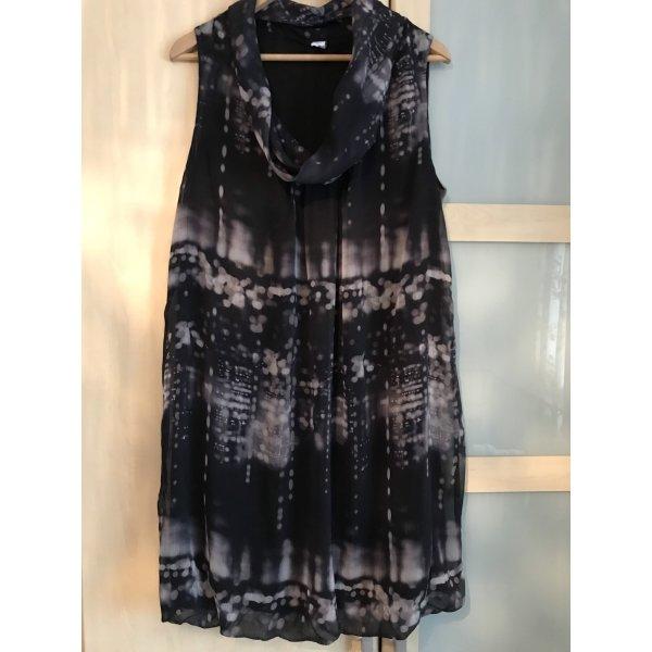 modernes Batik-Kleid