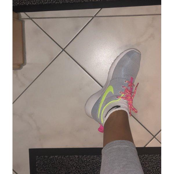 Neon Nike-Sneaker Gr. 36