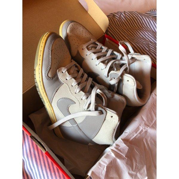 Neu Nike sneaker wedges