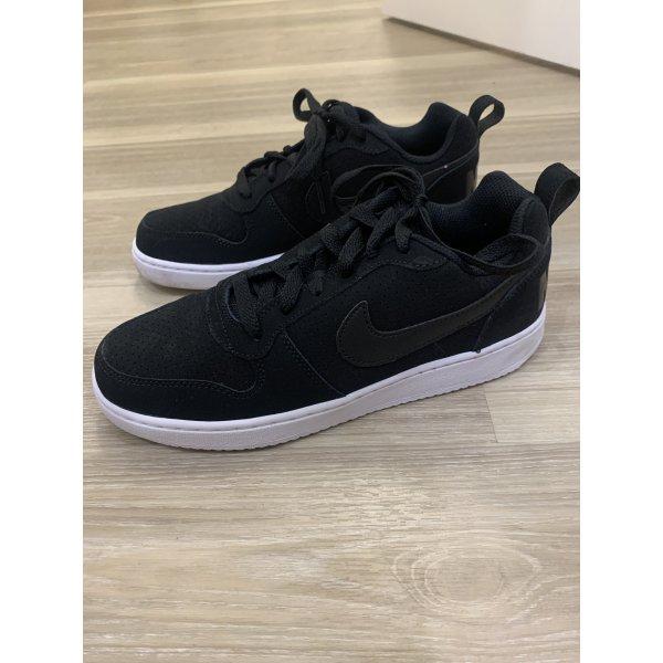 Neuwertige Nike Sneaker