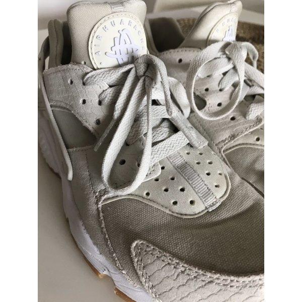Nike Air Huarache Run in Größe 37.5