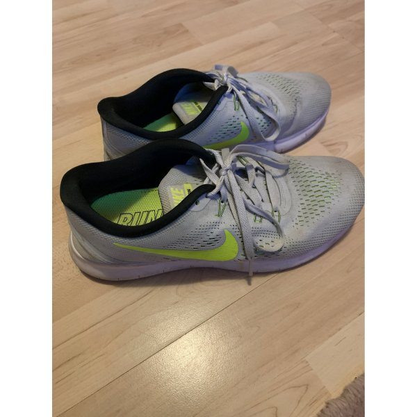 Nike Air in grau