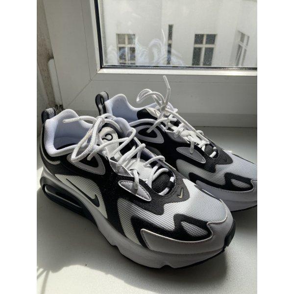 Nike Air Max 200 in schwarz/ weiß
