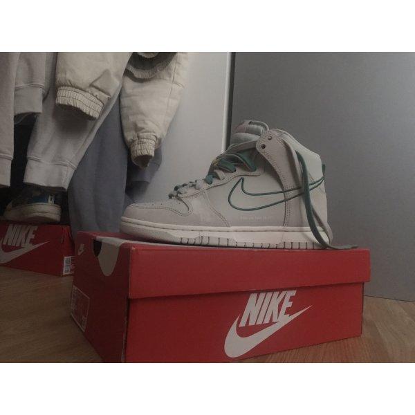 Nike dunk bone green high