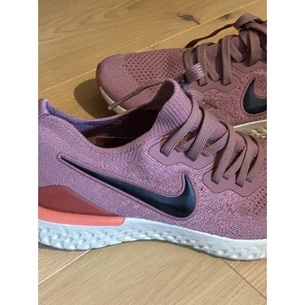 Nike epic react flyknit 2 altrosa rosa beere 40,5 react Turnschuhe Damen