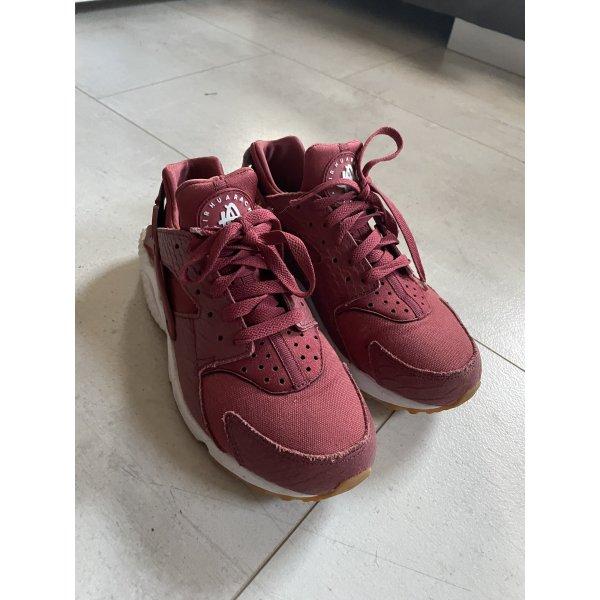 Nike Huarache in lachsfarben