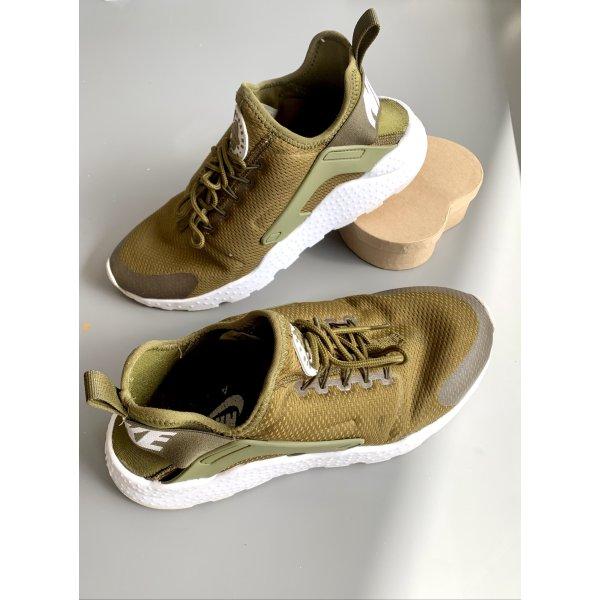 Nike Huarache Sneakers in Olivgrün/ Khaki