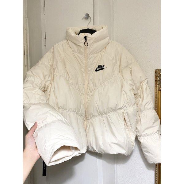 Nike oversize weiße Daunenjacke Pufferjacke Jacke Logo