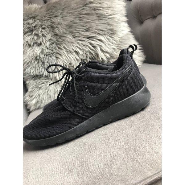 Nike Schuhe 38,5 neuwertig