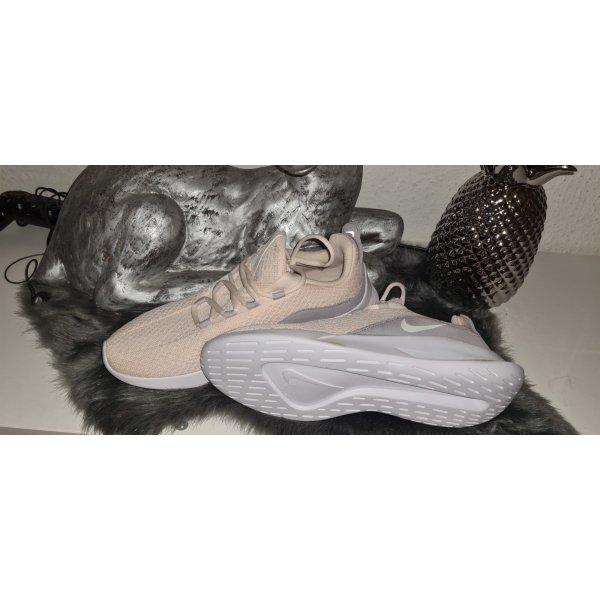 Nike Schuhe Gr 42 NEU
