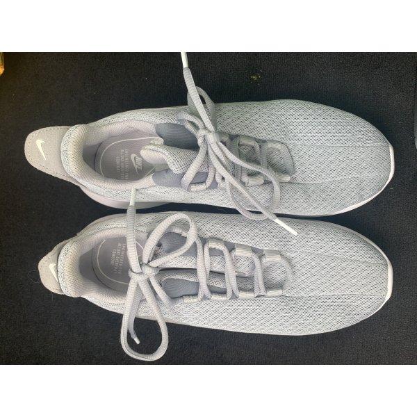 Nike Sneakee