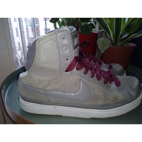 Nike sneakers with ankle detail