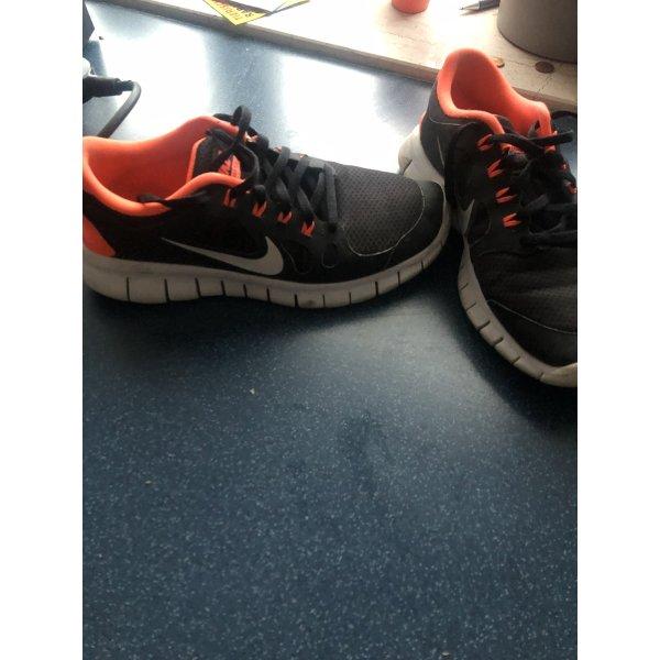 Nike Sportschuhe 39