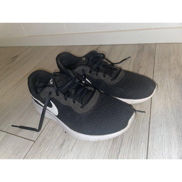 Nike Tanjun Sneaker 40