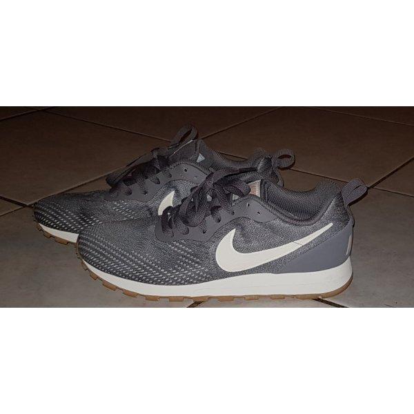 NIKE - Tolle nagelneue Freizeit-Sneaker - MD Runner 2 - Gr. 39 - GRAU/WEISS
