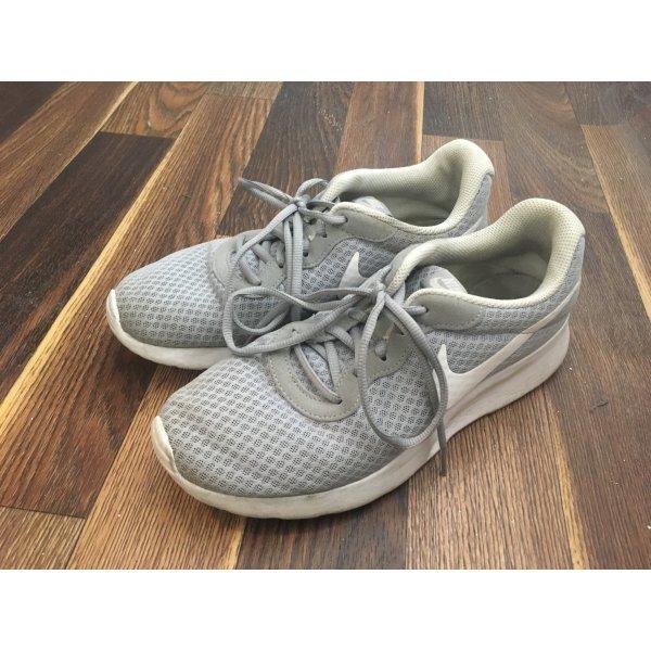 Nike Turnschuhe Grau