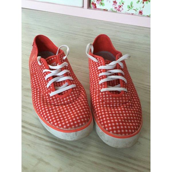 Nike Turnschuhe in rot