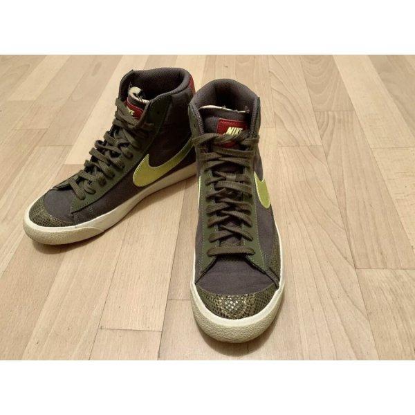 Nike Wmns Blazer Mid Vintage 77 Sneaker Khaki & gelb Gr. EUR 40