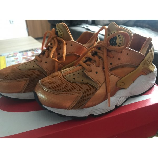 Orangene Nike Huarache