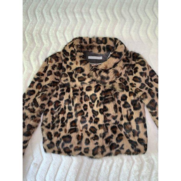 Pelzjacke in Leopard