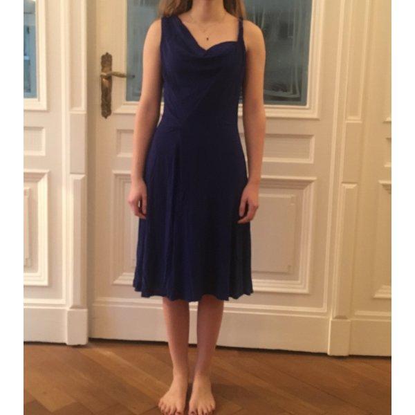 Perfektes Kleid für festliche Anlässe im Sommer