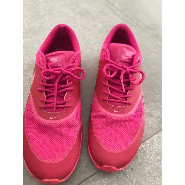 Pinke Nike Thea