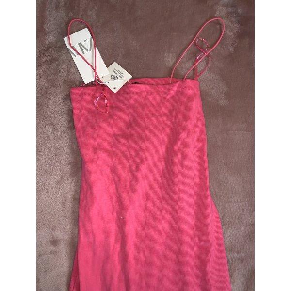 Pinkes enges Kleid