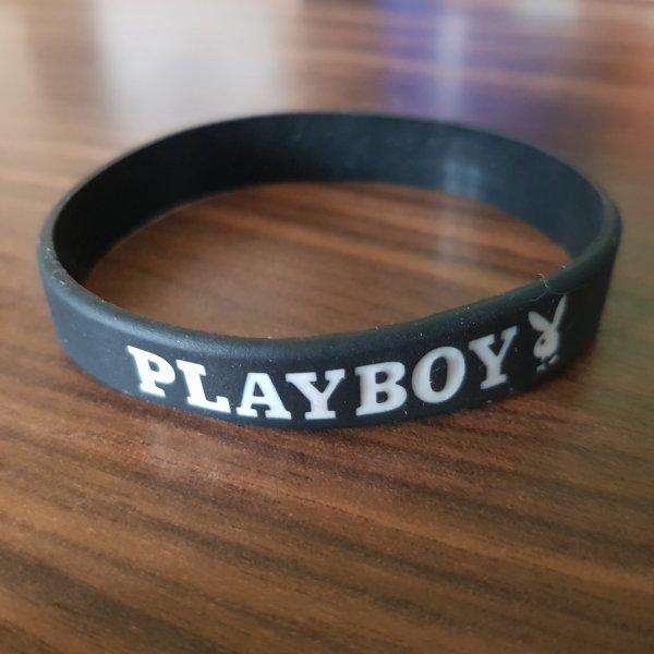 "Playboy Silikon Armband Wristband Bracelet in schwarz mit weißen ""Playboy"" Schriftzug / NEU"