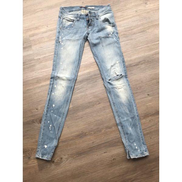 Please Löcher Jeans
