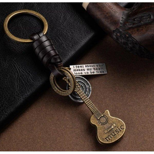 Retro Schlüssel-/Taschenanhänger Gitarre Metall Leder NEU