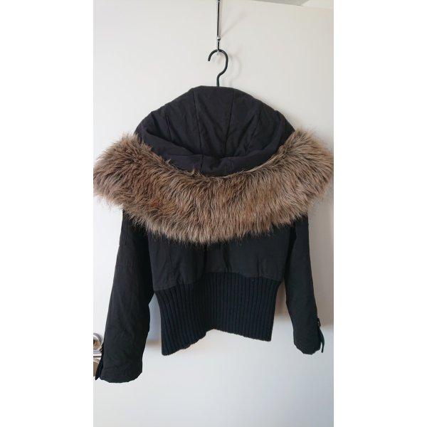 REVIEW schwarze Jacke mit Kapuze