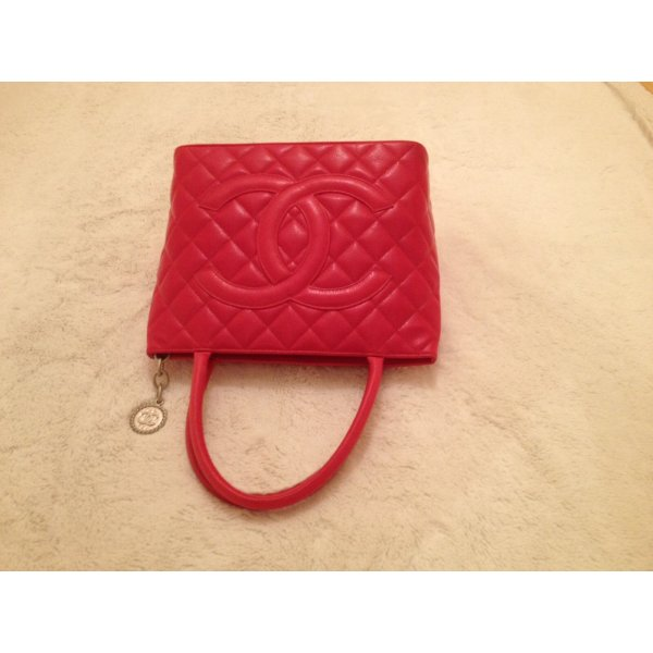 Chanel Carry Bag red