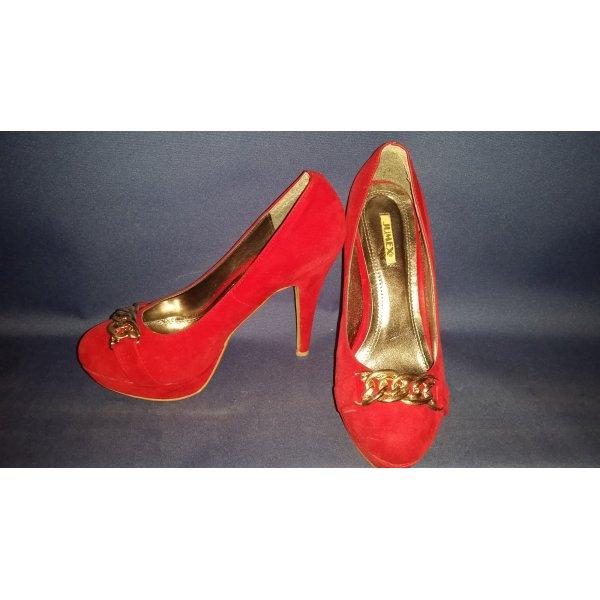 rote High Heels mit Schnalle