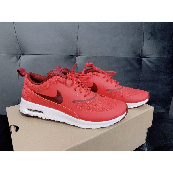rote Nike Air Max Thea