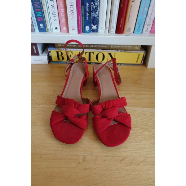 Rote Riemchen-Sandalen