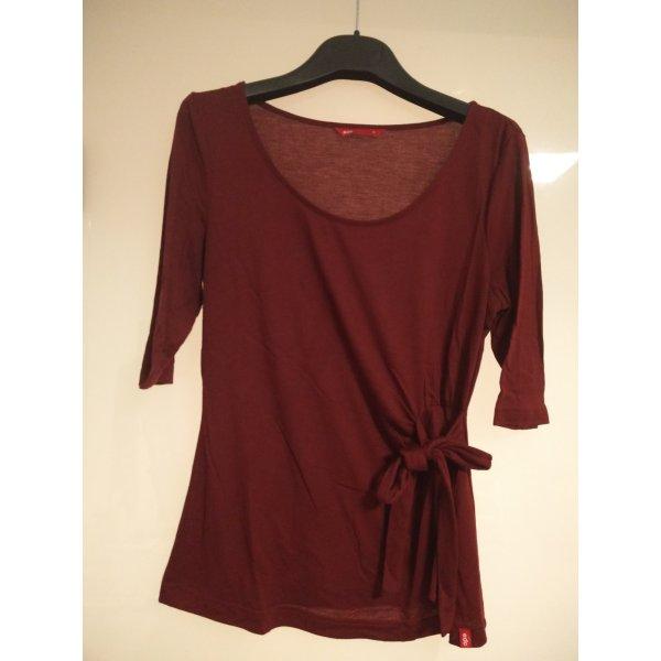 Rotes Shirt mit seitlicher Schleife