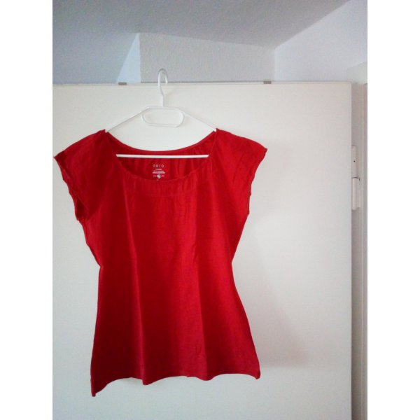 Rotes Sommer T-Shirt