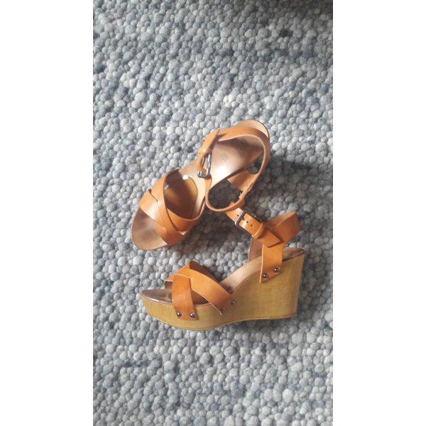 Sandale aus Leder mit Keilabsatz