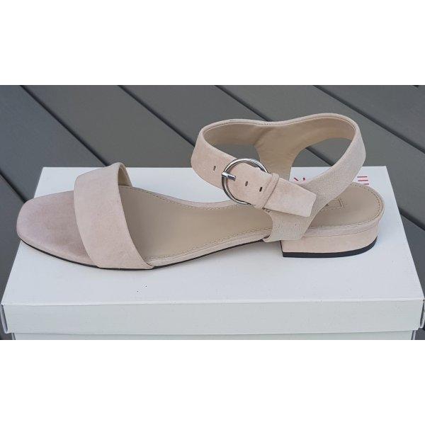 Sandale im cleanen Look