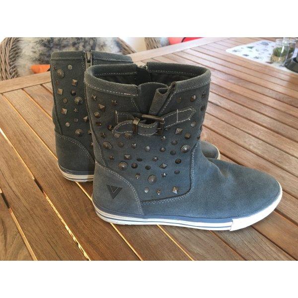 Schicke Boots mit Nieten