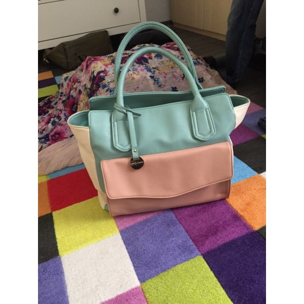 Schicke Handtasche in Pastelltönen