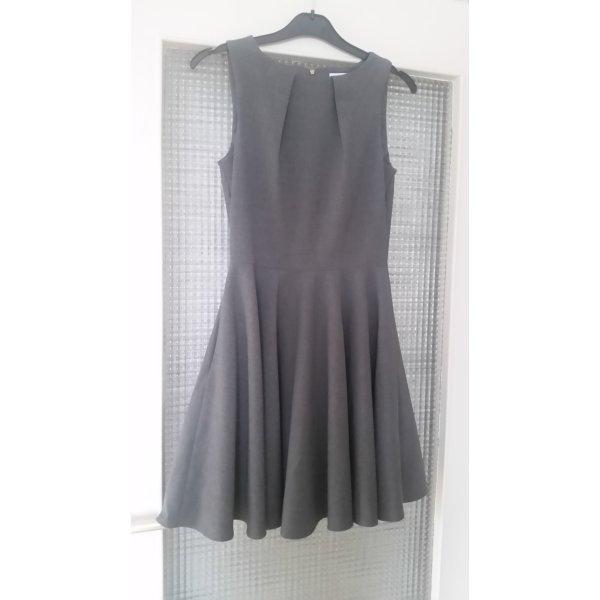Schlichtes dunkelgraues Kleid
